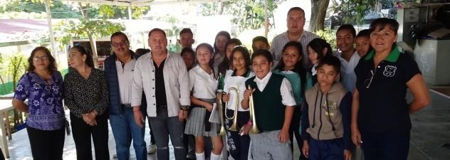 Entrega Instituto del Deporte apoyo a secundaria de Emiliano Zapata