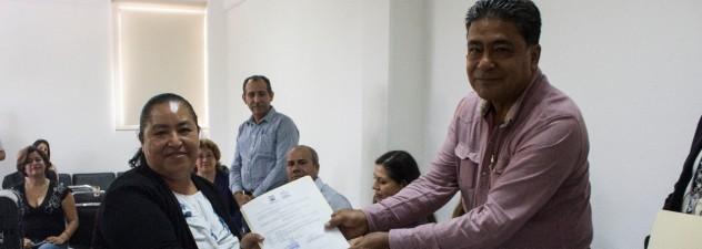 Avanza entrega de plazas a maestros de nuevo ingreso: IEBEM