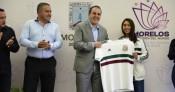 Entrega Cuauhtémoc Blanco reconocimiento  a subcampeona del Mundo con el Tri Femenil Sub-17