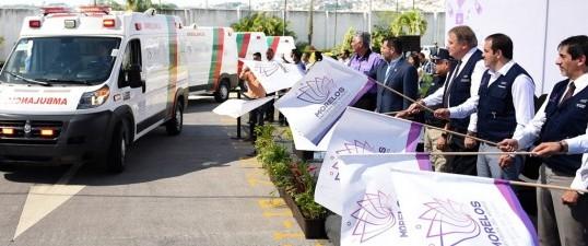 Entrega Cuauhtémoc Blanco nueve ambulancias al CRUM