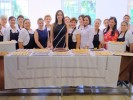 Entrega Natália Rezende certificados oficiales de taller de repostería